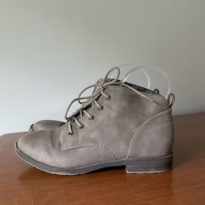 SO Butternut Taupe Lace-Up Booties